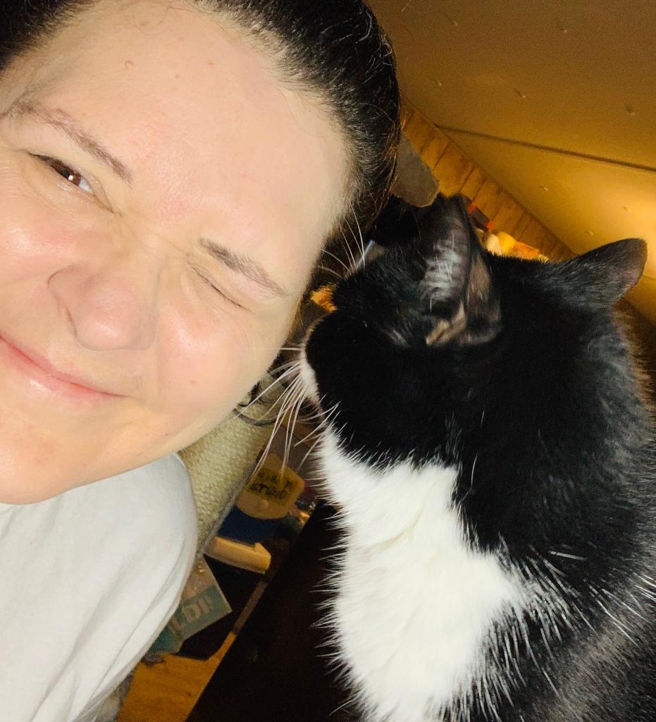 Kitty Kisses eyeball PlantingMe.com